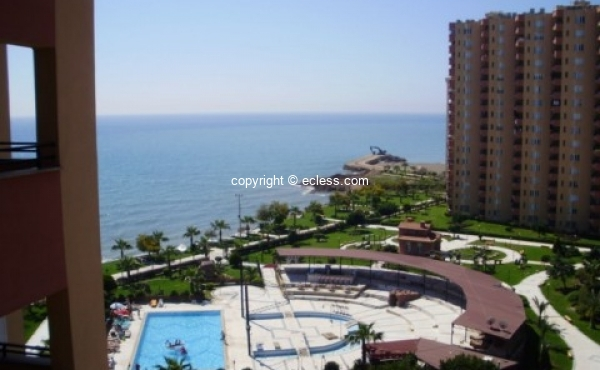 Beautiful 3+1 apartment with 185m² living space in Liparis 3 / Mersin residential complex